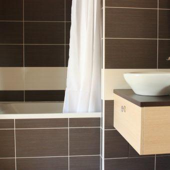baignoire-dans-la-chambre-double-cantal-auvergne-grand-gite