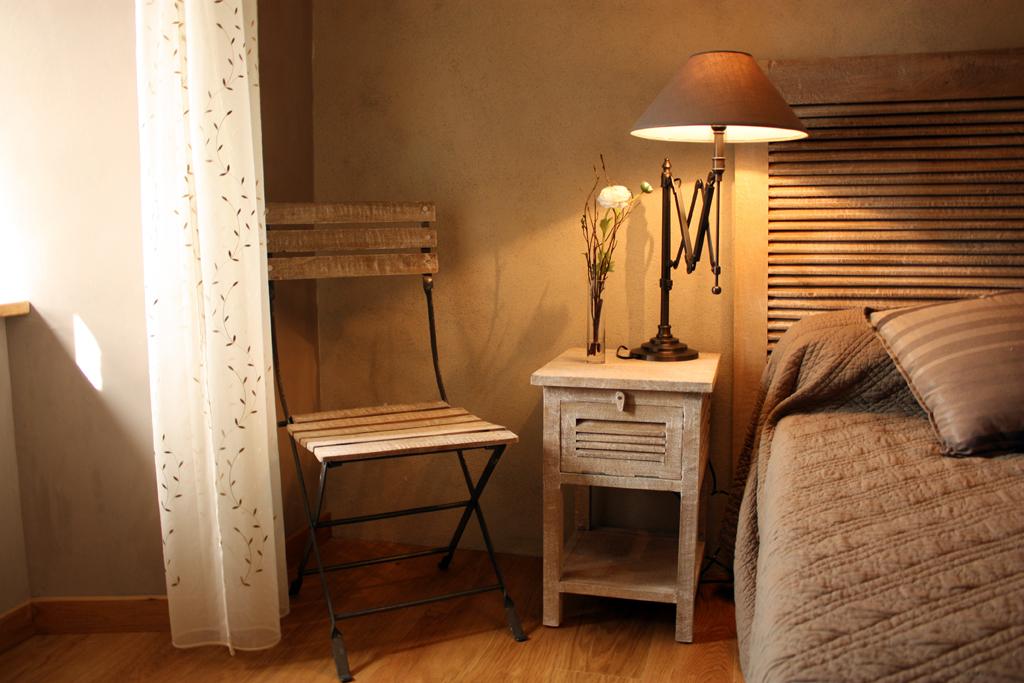 chambre-avec-lit-double-cantal-auvergne-grand-gite