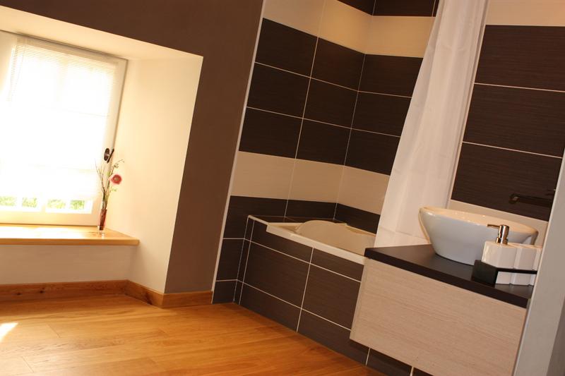 salle-de-bain-dans-la-chambre-double-cantal-auvergne-grand-gite