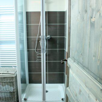 salle-de-douche-du-dortoir-cantal-auvergne-grand-gite
