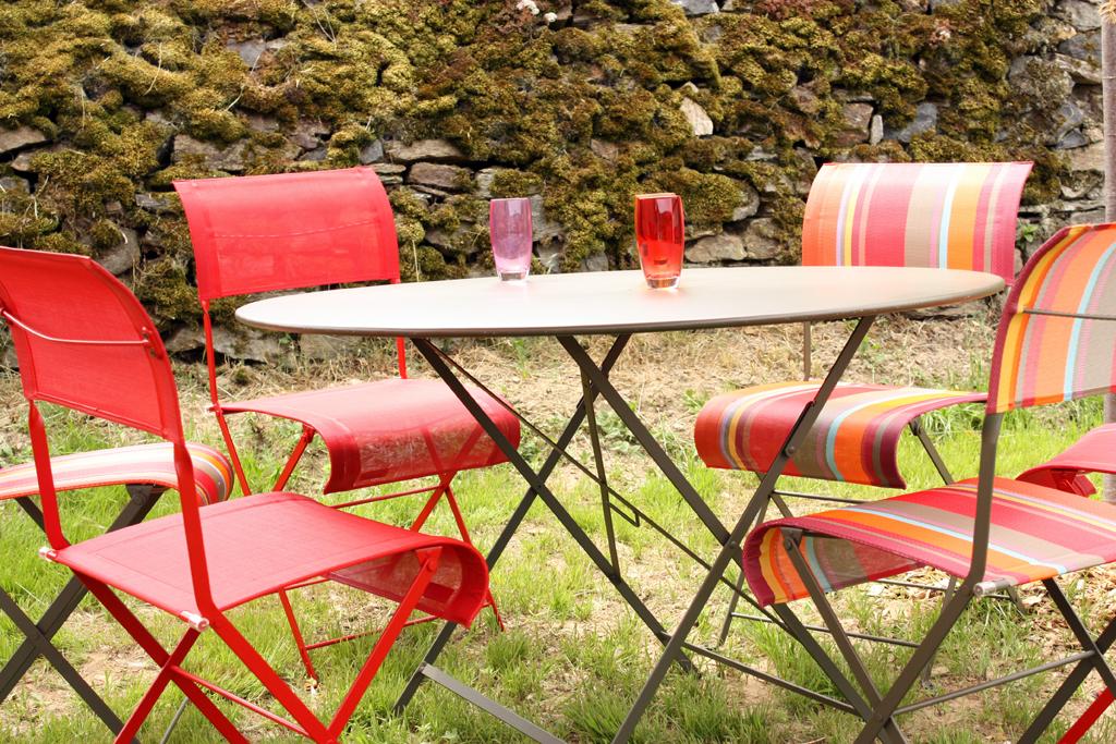 table-jardin-cantal-auvergne-petit-gite